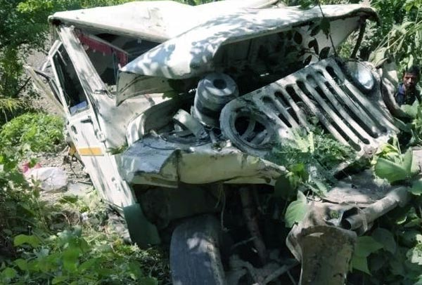 Max vehicle fall in ditch at bhadkot