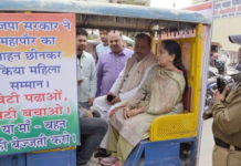 Mayor Anita Sharma in e rickshaw